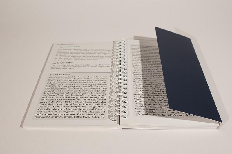 Wire-O-Broschüre mit Mehrklappen